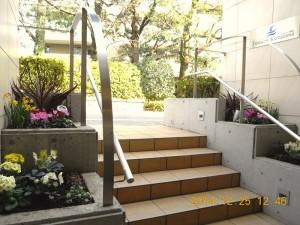 フォンテーヌ駒沢 エントランス冬花壇