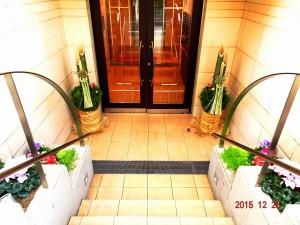フォンテーヌ駒沢 正月飾りと花壇