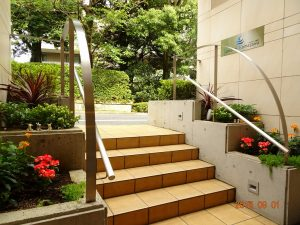 フォンテーヌ駒沢 9月エントランス花壇